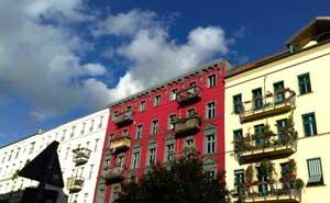 Bostadshus i Berlin. Dessa byggnader har inget direkt samband med artikeln. Foto: Berlinow.com