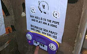 Spela en låt för påven. Foto: Berlinow.com