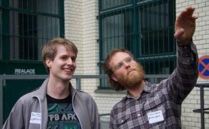 Per Thulin och Simon Gate från Flattr på besök i Berlin. Foto: Berlinow